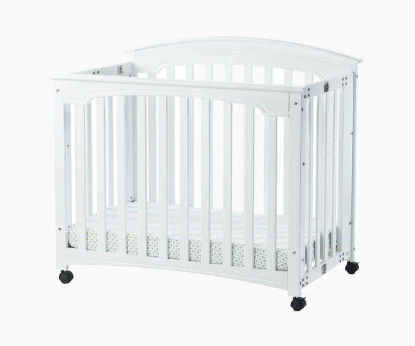 Child Craft Stanford Portable Mini Crib